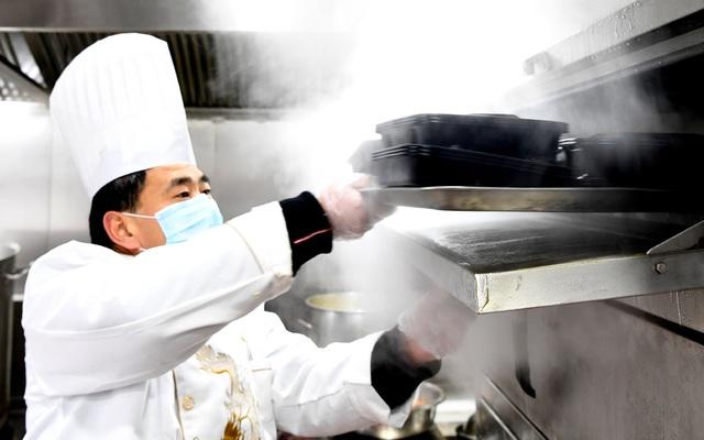 Nhà hàng nấu ăn miễn phí cho những người nhiễm virus corona - 2
