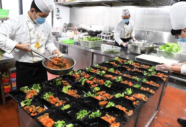 Nhà hàng nấu ăn miễn phí cho những người nhiễm virus corona - 3