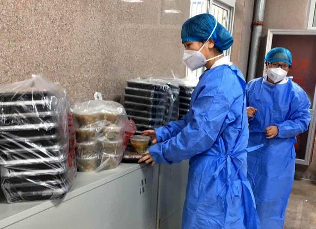 Nhà hàng nấu ăn miễn phí cho những người nhiễm virus corona - 7