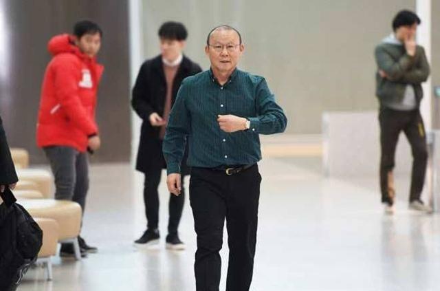 V-League hoãn tới tháng 3, HLV Park Hang Seo vẫn trở lại Việt Nam sớm - 1