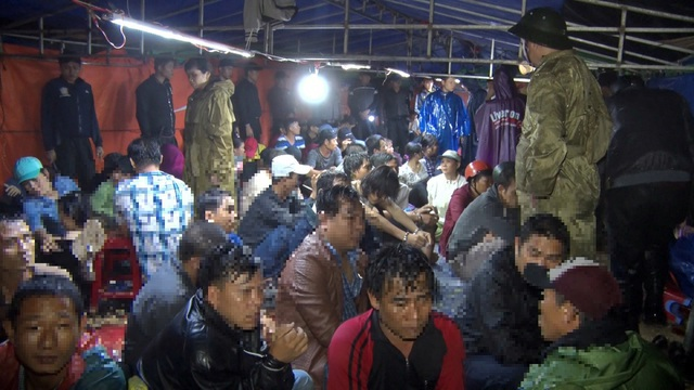 Phú Yên: Quần thảo trên sới bạc, 63 người bị truy tố - 1