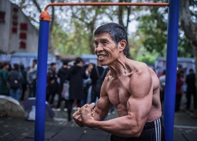 Nhà vô địch thể hình người Trung Quốc qua đời vì nhiễm virus corona - 1