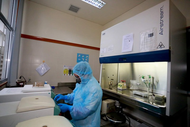 Bệnh viện đầu tiên tại miền Trung thực hiện được xét nghiệm virus corona - 1