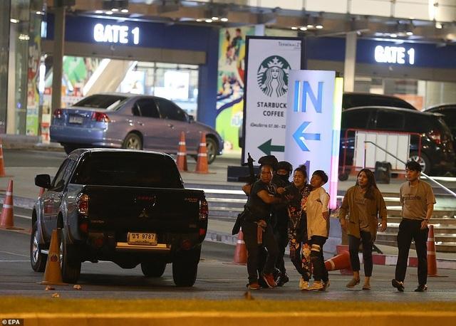 Đặc nhiệm Thái Lan giải cứu con tin, truy bắt nghi phạm đang cố thủ - 9