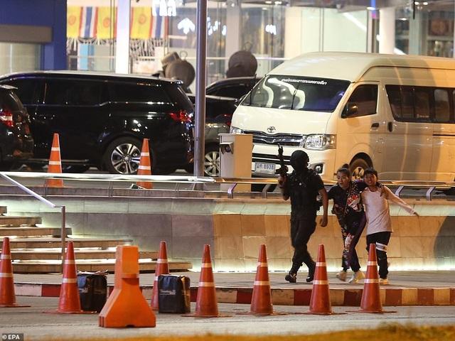 Đặc nhiệm Thái Lan giải cứu con tin, truy bắt nghi phạm đang cố thủ - 7
