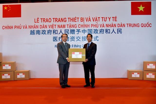 Việt Nam chuyển khẩu trang, vật tư y tế tốt nhất tặng Trung Quốc - 1