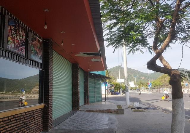 Nha Trang: Hàng loạt nhà hàng hải sản đóng cửa vì vắng khách  - 10