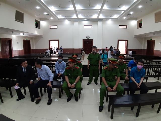 Thứ trưởng Bộ Y tế Trương Quốc Cường lại vắng mặt phiên xử vụ VN Pharma - 2
