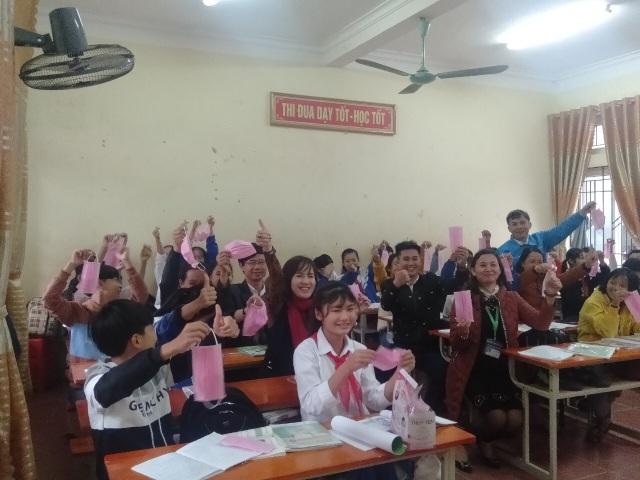 Phát 5.000 khẩu trang, nước rửa tay miễn phí cho học sinh vùng biển - 15