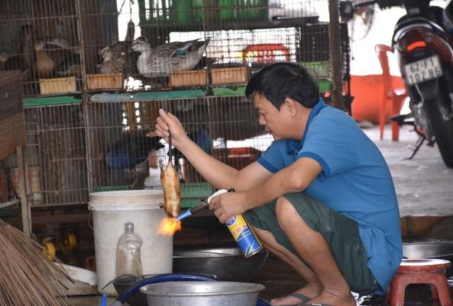 Nhiều tiểu thương chợ động vật hoang dã đóng quầy né đoàn kiểm tra - 1