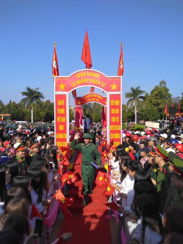 Đắk Lắk: Nữ tân binh duy nhất nhập ngũ nổi bật trong ngày tòng quân - 4