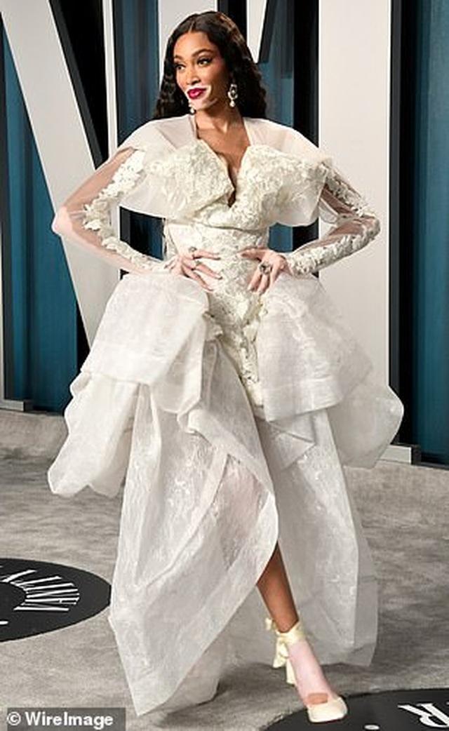 Choáng với váy táo bạo của siêu mẫu Joan Smalls - 11