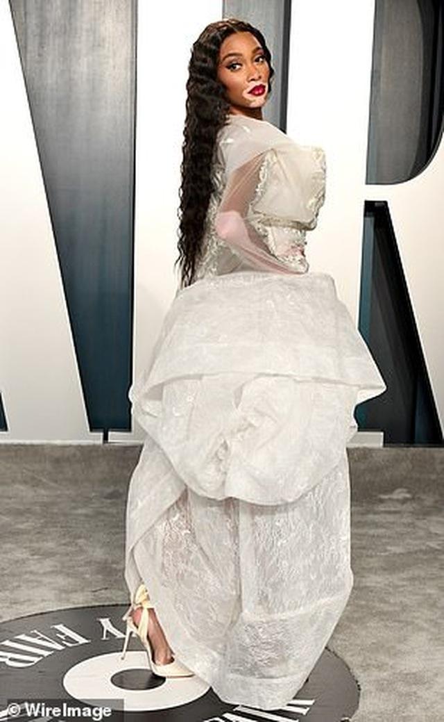 Choáng với váy táo bạo của siêu mẫu Joan Smalls - 12