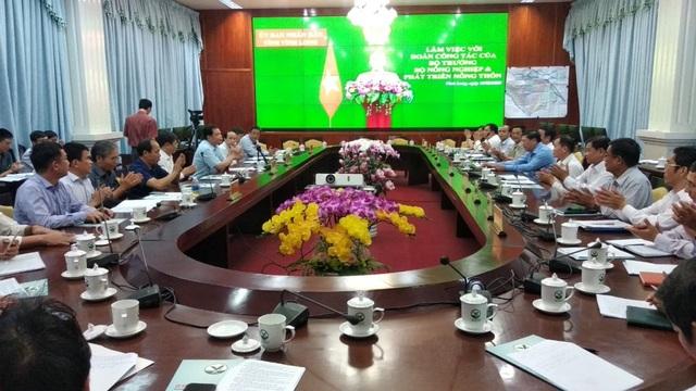 Bộ trưởng Nông nghiệp kiểm tra công tác ứng phó hạn mặn ở Vĩnh Long - 1