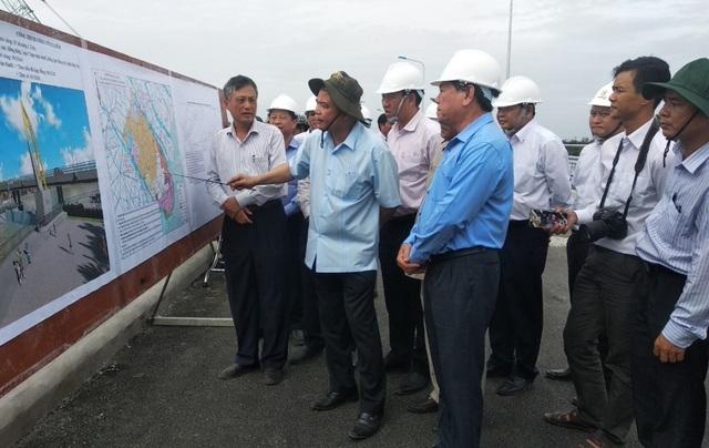 Bộ trưởng Nông nghiệp kiểm tra công tác ứng phó hạn mặn ở Vĩnh Long - 2
