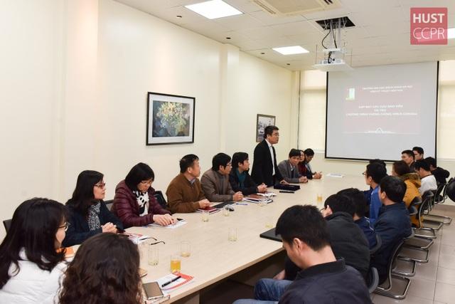 Cựu sinh viên Bách khoa Hà Nội hỗ trợ trường sản xuất dung dịch sát khuẩn - 1