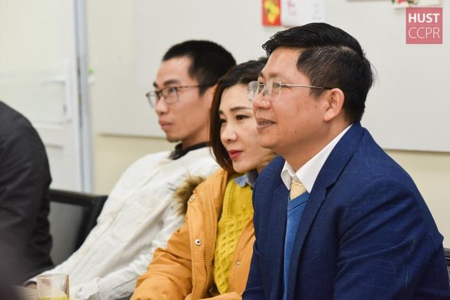 Cựu sinh viên Bách khoa Hà Nội hỗ trợ trường sản xuất dung dịch sát khuẩn - 2