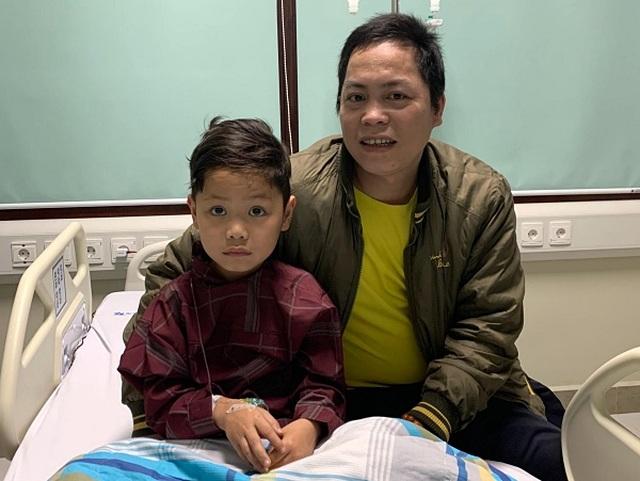 Sự hồi sinh kỳ diệu của bé trai 7 tuổi bị vỡ gần hết gan - 1