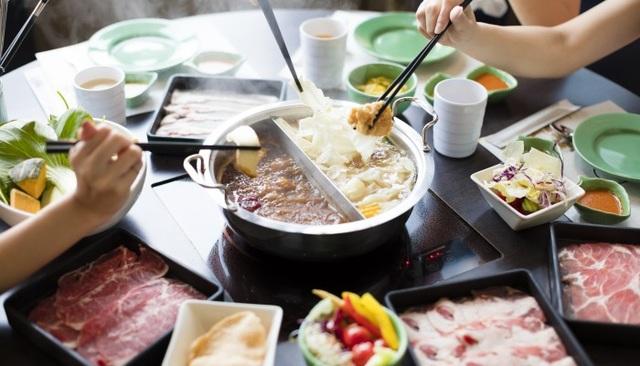 9 người trong một gia đình Hong Kong nhiễm nCov sau khi cùng ăn lẩu - 1