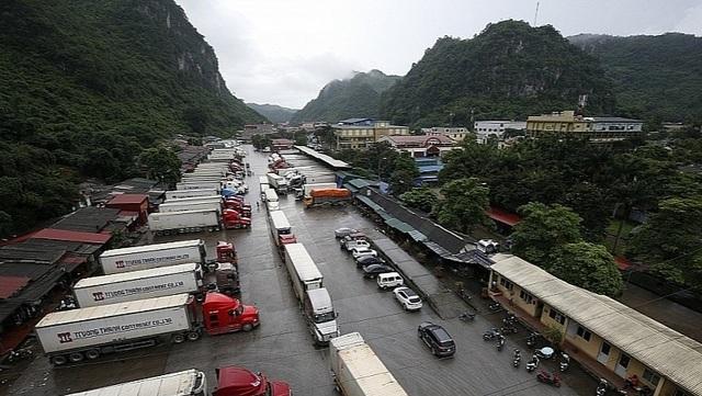 Trung Quốc chậm mở cửa khẩu: Hàng loạt container nông sản phải quay đầu - 1