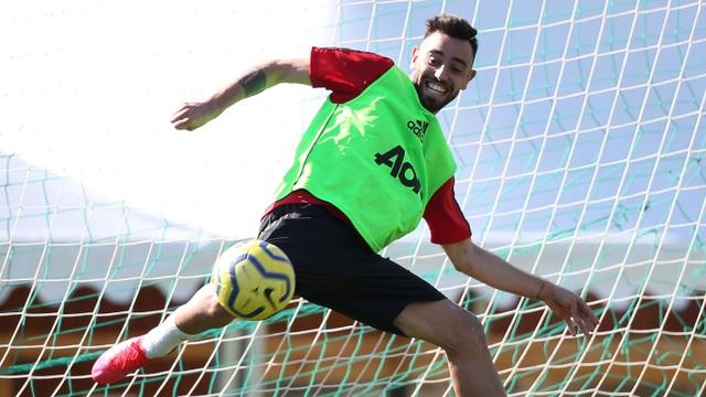 Man Utd có buổi tập đầu tiên tại Tây Ban Nha - 1