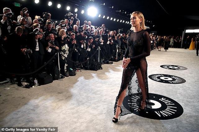 Vợ Justin Bieber khoe dáng nuột nà tại tiệc Oscar - 3
