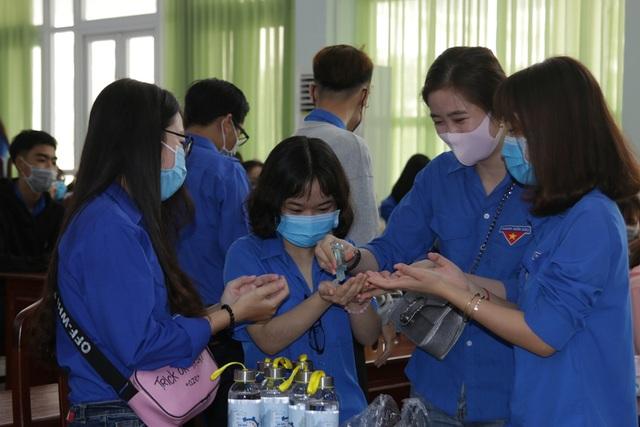 Trở lại trường, sinh viên ĐH Kiên Giang học ngay cách phòng virus Corona - 7