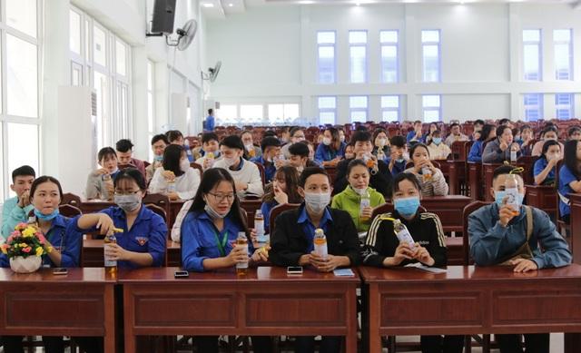 Trở lại trường, sinh viên ĐH Kiên Giang học ngay cách phòng virus Corona - 5