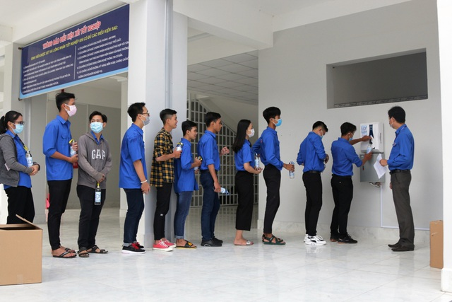 Trở lại trường, sinh viên ĐH Kiên Giang học ngay cách phòng virus Corona - 4