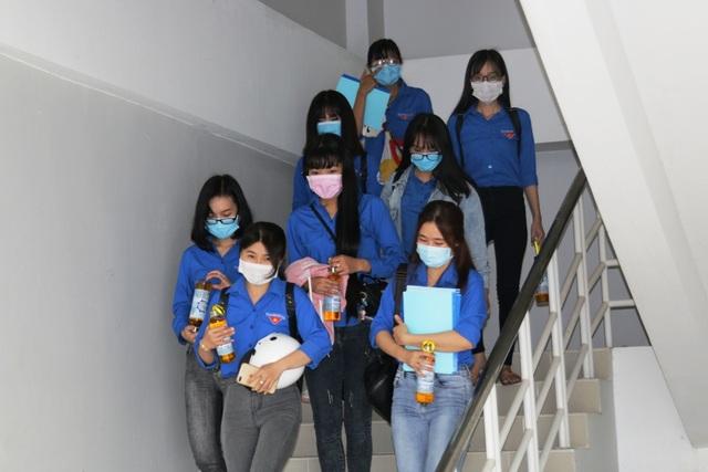 Trở lại trường, sinh viên ĐH Kiên Giang học ngay cách phòng virus Corona - 1