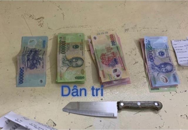 Người đàn ông ngoại quốc nghi dùng dao cướp tài sản ở cửa hàng tiện lợi - 2