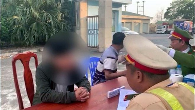 Phát hiện tài xế dương tính với ma túy trên cao tốc Nội Bài - Lào Cai - 1