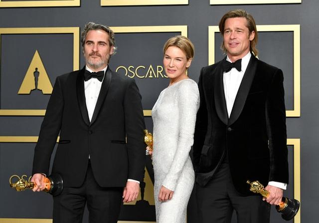 Brad Pitt rạng rỡ bên tượng vàng Oscar - 9