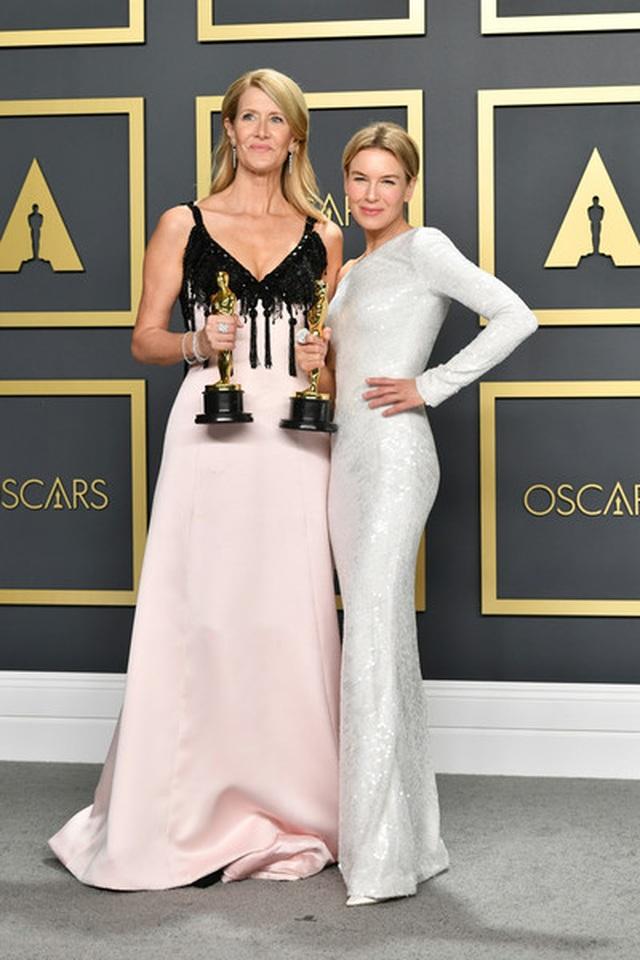 Brad Pitt rạng rỡ bên tượng vàng Oscar - 8