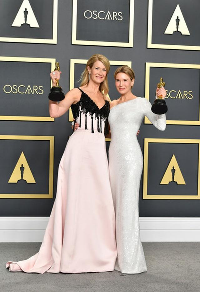 Brad Pitt rạng rỡ bên tượng vàng Oscar - 4