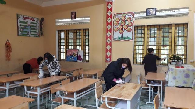 Lào Cai: Phun thuốc khử trùng trước ngày đón học sinh trở lại học - 2
