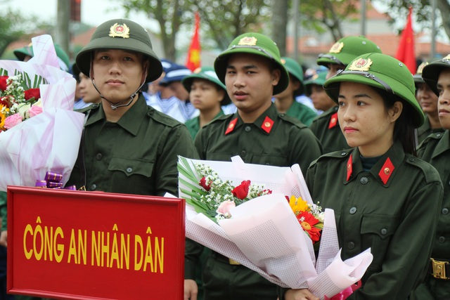Quảng Bình: Những nữ tân binh rạng rỡ trong ngày nhập ngũ - 6