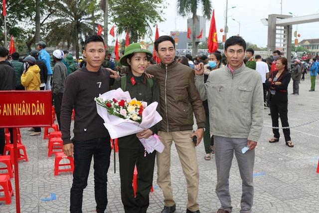 Quảng Bình: Những nữ tân binh rạng rỡ trong ngày nhập ngũ - 5