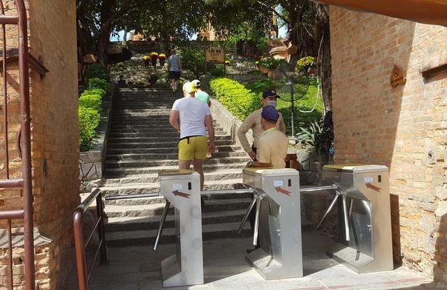 Tháp Chăm ở Nha Trang đón khách trở lại, nghiêm ngặt chống dịch corona - 3