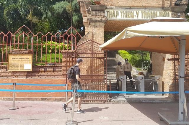 Tháp Chăm ở Nha Trang đón khách trở lại, nghiêm ngặt chống dịch corona - 2