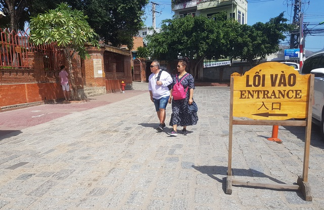 Tháp Chăm ở Nha Trang đón khách trở lại, nghiêm ngặt chống dịch corona - 1