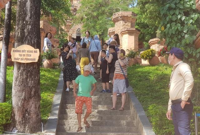 Tháp Chăm ở Nha Trang đón khách trở lại, nghiêm ngặt chống dịch corona - 5