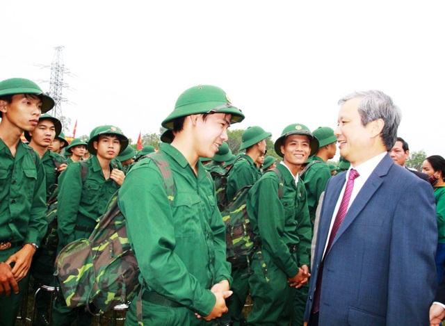 Huế: Nữ tân binh duy nhất trong số hơn 1.300 thanh niên nhập ngũ - 6