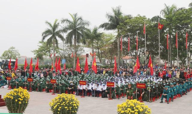 Quảng Bình: Những nữ tân binh rạng rỡ trong ngày nhập ngũ - 1