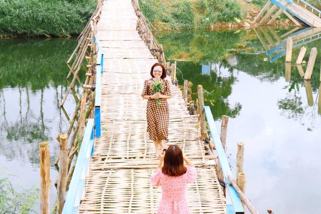 Giới trẻ háo hức check-in với cầu tre và cây cô đơn đẹp tựa phim - 6