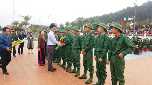Huế: Nữ tân binh duy nhất trong số hơn 1.300 thanh niên nhập ngũ - 5