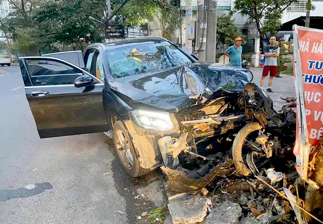 Bắt giam tài xế tông 2 người thương vong gần sân bay Tân Sơn Nhất - 1