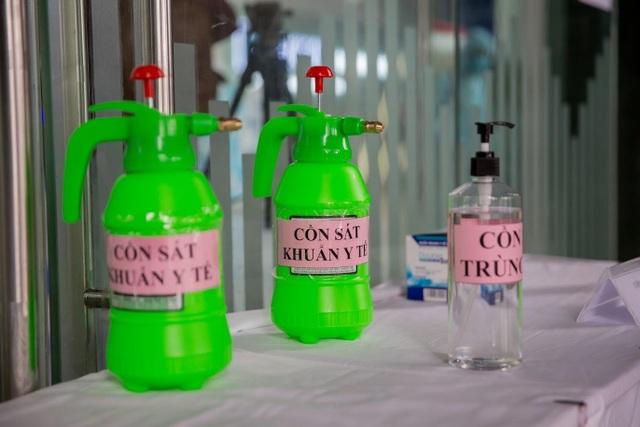 Nhiều cao ốc ở Hà Nội đồng loạt quét thân nhiệt khách, phòng virus corona - 2