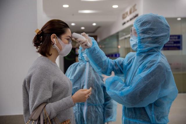 Nhiều cao ốc ở Hà Nội đồng loạt quét thân nhiệt khách, phòng virus corona - 4