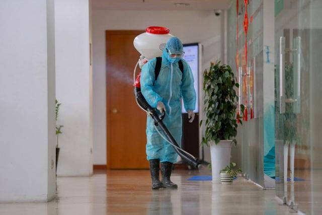 Nhiều cao ốc ở Hà Nội đồng loạt quét thân nhiệt khách, phòng virus corona - 6